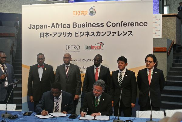 State Minister of Economy, Trade and Industry Matsumura watching a signing ceremony