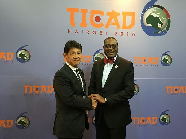 State Minister Matsumura speaking with President Adesina of the African Development Bank